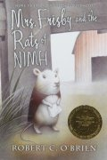 Book cover: Mrs Frisby and the Rats of NIMH - Robert OBrien (a mouse in a cloak)
